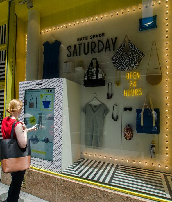 digital-shop-windows-escaparate-digital-kate-spade2
